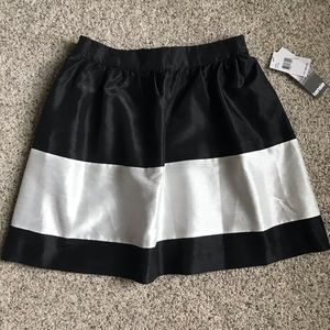 NWT Kensie brand black and white skirt - sz small